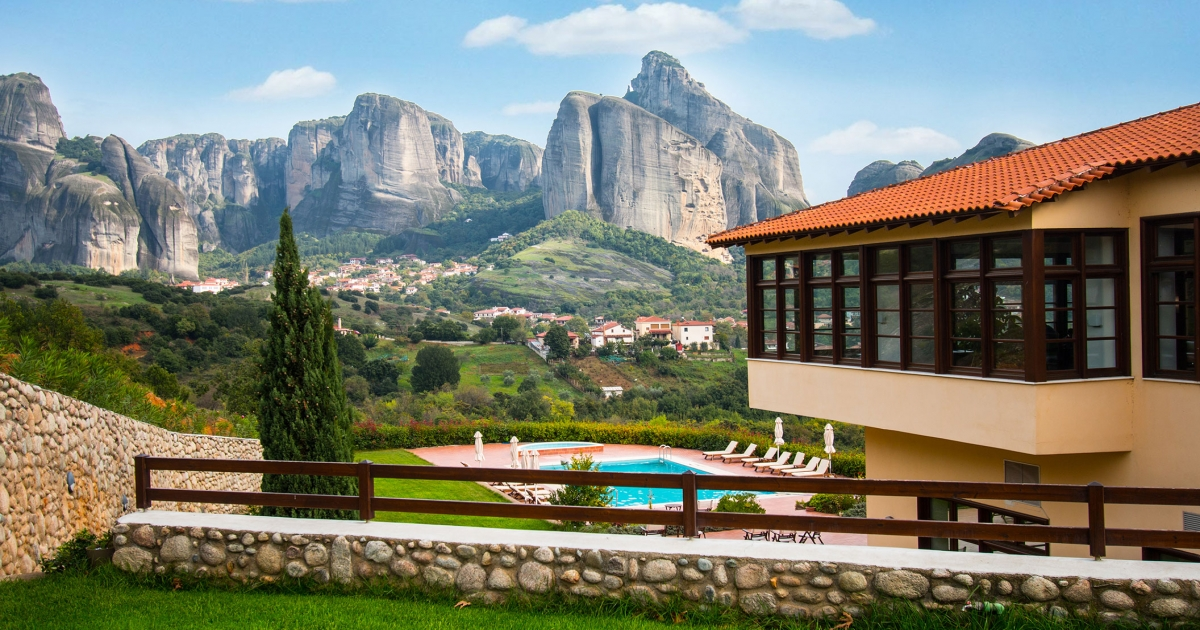 Hotel Meteora In Greece Luxury Stay With The Meteora Rocks In The